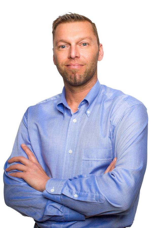 Fotograf Schwarzwald Business Mann mit blauem Hemd vor weißem Hintergrund