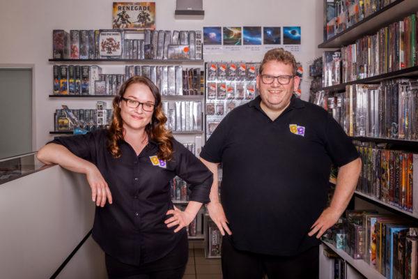 Fotograf Schwarzwald Business Teamfoto Chef und Chefin eines Spieleladens